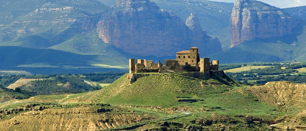 Montearag n castle for Oficina de turismo huesca
